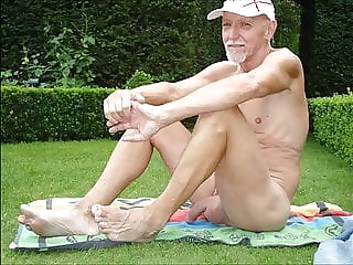 naked oldies outdoors bear (gay) big cock (gay) daddy (gay)