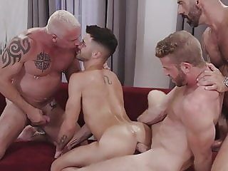 jugando con papi. bareback (gay) big cock (gay) old+young (gay)